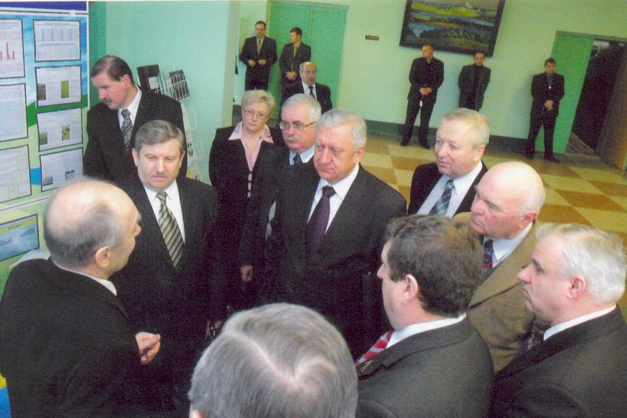 В.В.Лапа знакомит руководителей НАН Беларуси и МСХП РБ с основными направлениями работы института