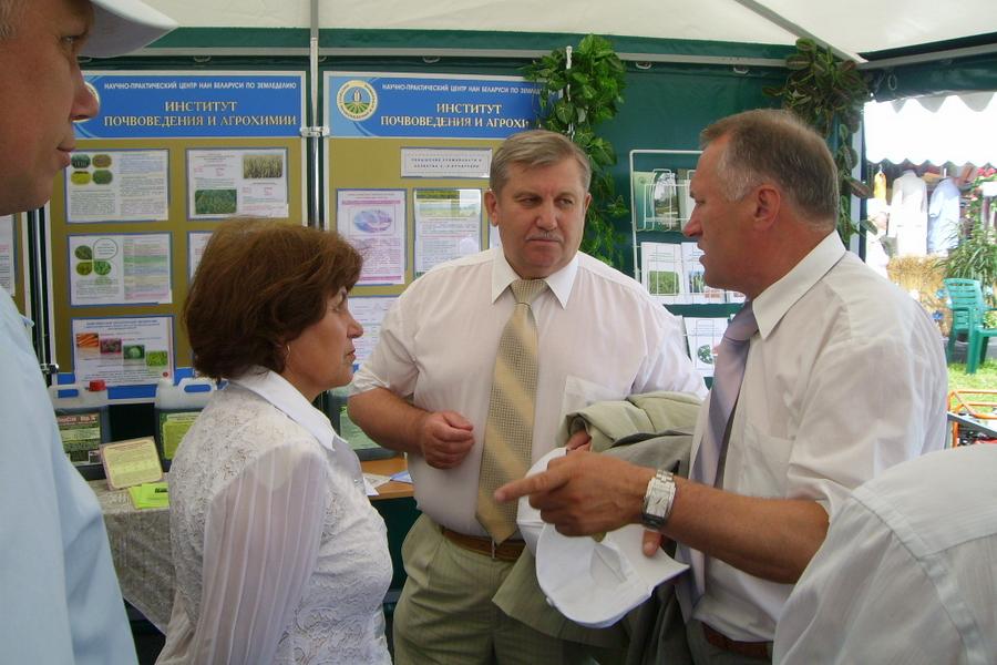Г.В. Пироговская и Ф.И. Привалов на выставке БЕЛАГРО, ОАО Гастелловское
